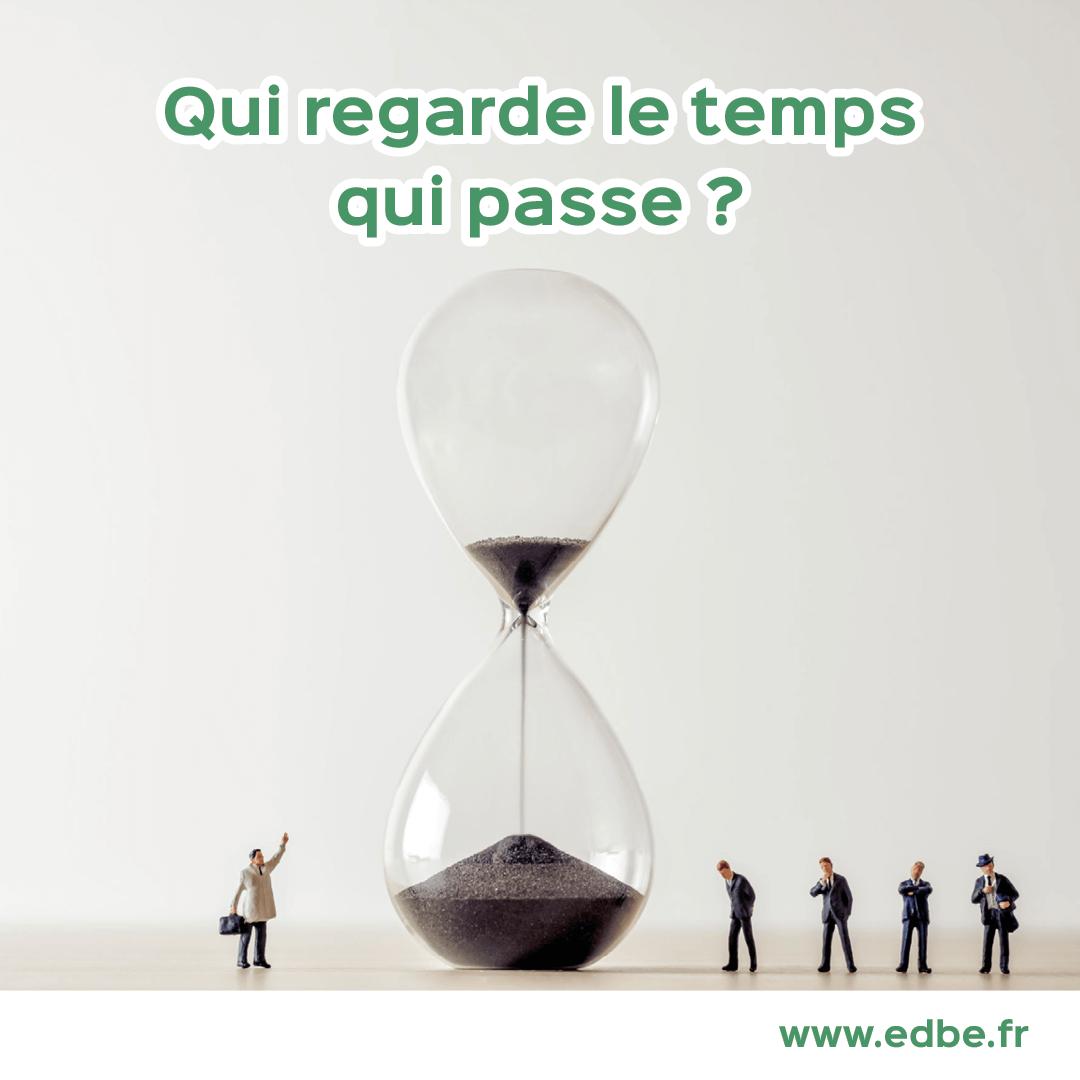 Qui regarde le temps qui passe ?